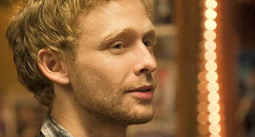 Muere Johnny Lewis.