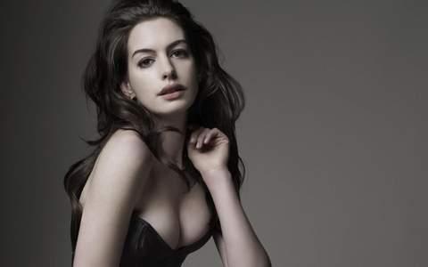 Sexy Anne Hathaway.